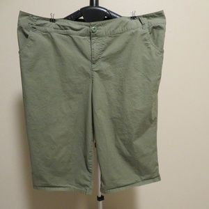 Lane Bryant Olive Green Capri Crop Stretch Pants